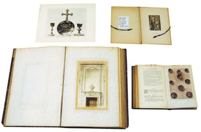Décorations et objets dans 4 livres du 19e avec des tiragesphotographiques : 1:...