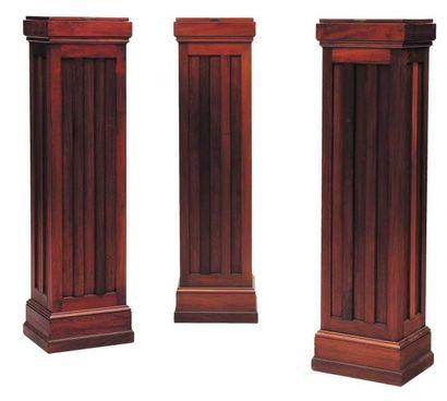 Suite de trois grand socles en bois verni....