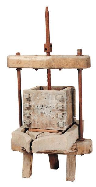Presse raisin en bois et pierre H_154 cm