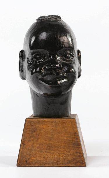 Roger FAVIN (1904-1990) Tête de jeune africain souriant Sculpture sur bois en taille...