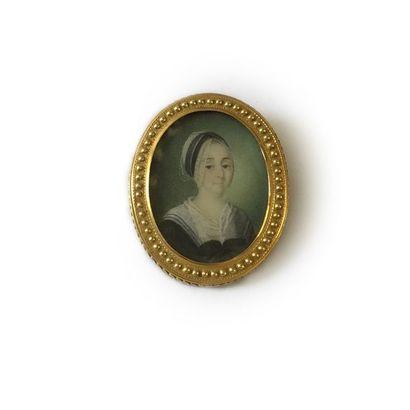 Broche en or 14K (585) de forme ovale, ornée d'une miniature polychrome représentant...