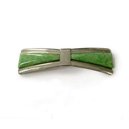 Boucle de ceinture bipartite en métal formant deux motifs trinagulaires, chacun...