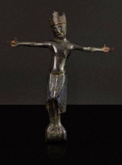 Christ d'applique en cuivre gravé, champlevé...