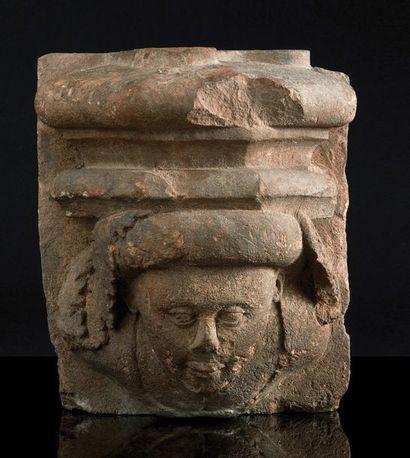 Culot en pierre calcaire sculptée avec buste...