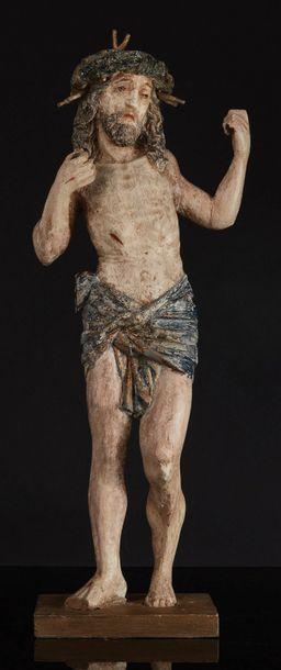 Christ intercesseur en bois polychromé et sculpté en ronde-bosse. Debout, légèrement...