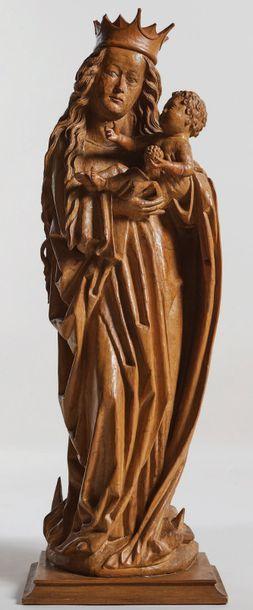 Vierge à l'Enfant en tilleul sculpté avec...