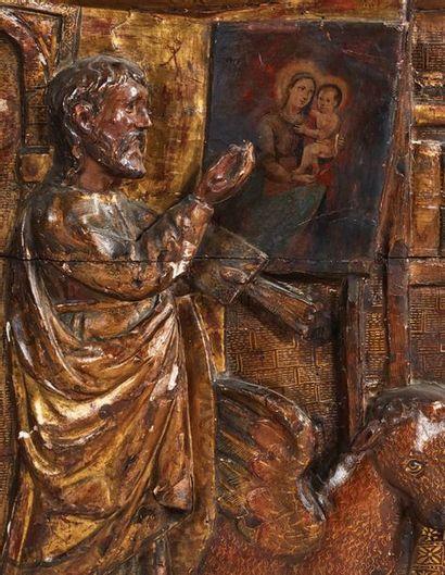Panneau en bois sculpté en bas-relief, doré et polychromé représentant saint Luc...