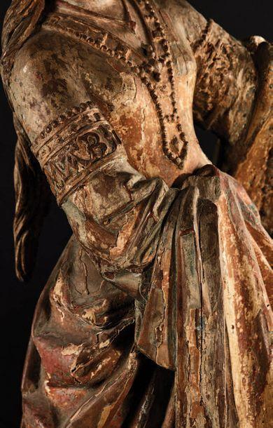 Sainte Marie-Madeleine en noyer sculpté en ronde-bosse, polychromé et doré. Debout,...