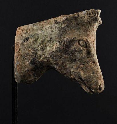 Tête de cerf en pierre calcaire sculptée....