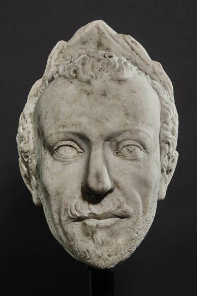 Importante tête d'homme laurée en marbre...