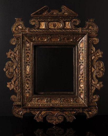 Beau cadre en bois (poirier ?) plaqué sur...