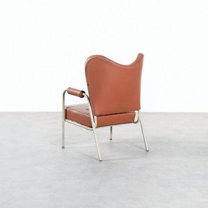JACQUES HITIER 1917-1999 Rare fauteuil à oreilles Métal laqué blanc et simili marron...