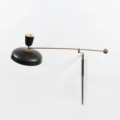 Pierre GUARICHE 1926-1995 Applique à balancier modèle «G 1» Métal laqué noir et blanc...