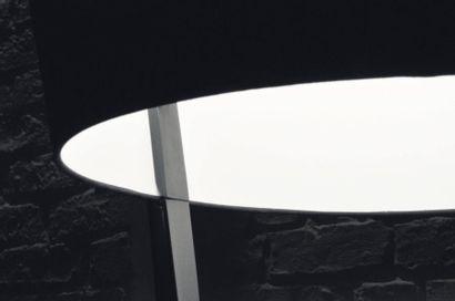 Dark lamp - Pièce unique Lampe en corian noir et abat jour en soie noire. H_220...