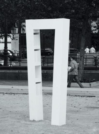 Porte Louise - Pièce unique Bibliothèque en corian blanc. 2008 H_320 cm L_160 cm...