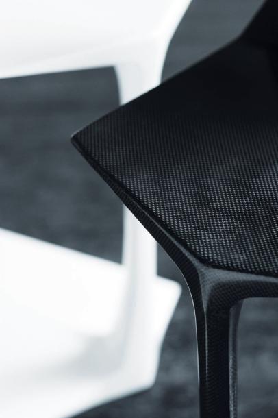 C 09 - Prototype Chaise en fibre de carbone 3k plain weave vernis. Poids: 3 kg Prototype...