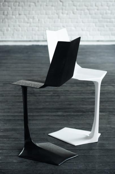 C 09 - Pièce unique Chaise en fibre de carbone...