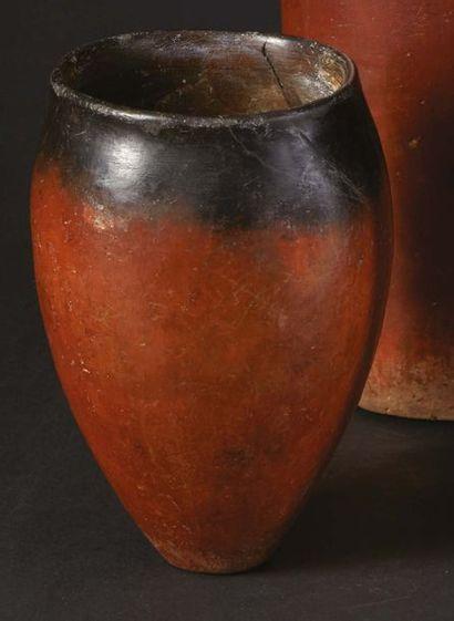 ?VASE BLACK TOP. Égypte, Nagada II. Vase...