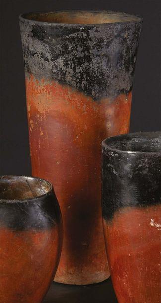 ?VASE BLACK TOP. Égypte, Nagada I. Vase tronconique...