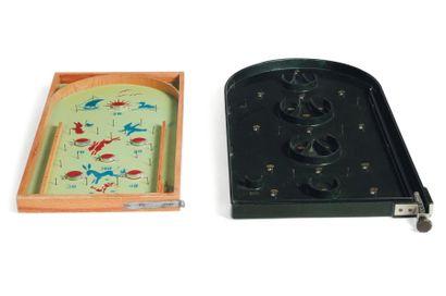 Deux jeux de flipper Plastique, métal et...