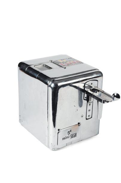 Machine à sous Métal H_18 cm L_22 cm