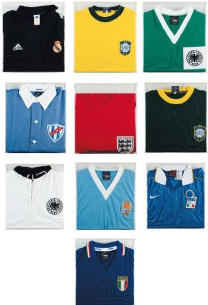 Ensemble de dix maillots de Football Maillots...