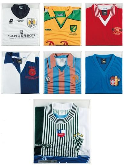 Ensemble de sept maillots de football Composé...