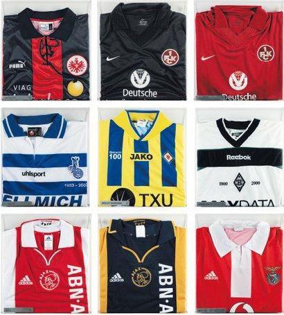 Ensemble de neuf maillots de football Du...