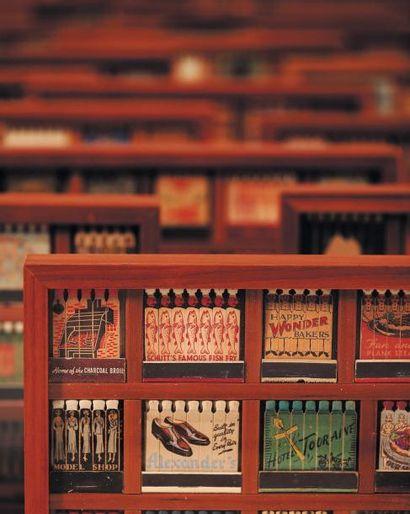 BOITES ALLUMETTES Ensemble de 28 cadres comprenant des pochettes d'allumettes serigraphiées...