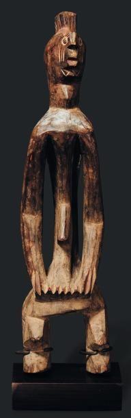 Statue Mumuye, Nigeria - Bois, métal. Fermement campée sur des jambes courtes, le...