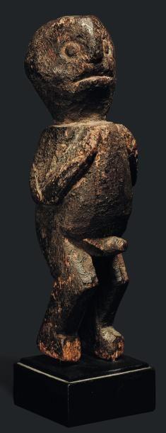 Statue Bangwa, Cameroun - Bois. Les bras reposant sur le torse et les jambes fléchies....