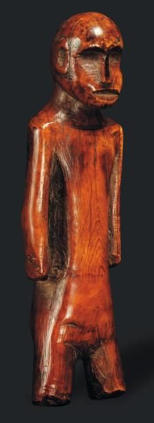 Ivoire Africain, Probablement Congo. Le personnage posé sur des jambes courtes,...
