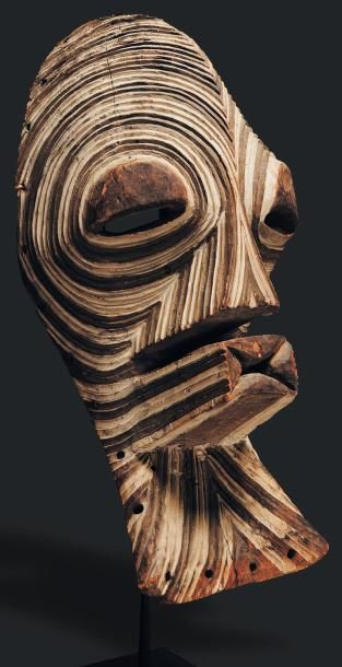 Masque Songye, Congo - Bois. Les yeux ouvert...
