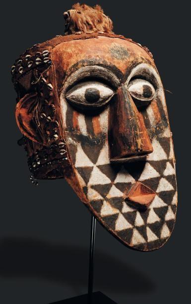 Masque Kuba, Congo - Bois. Le long visage...