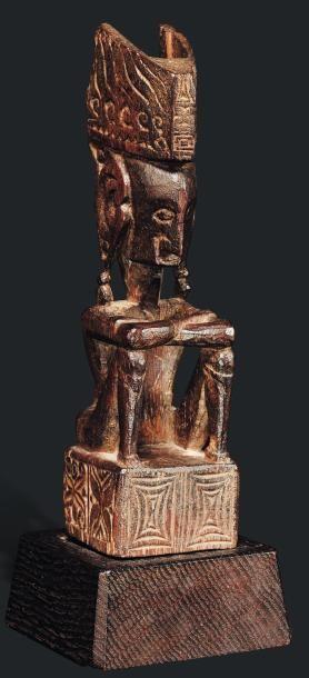Statuette anthropomorphe d'une figure d'ancêtre...