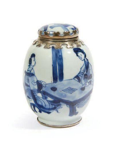 PETIT POT BALUSTRE en porcelaine bleu blanc...