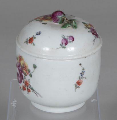 Allemagne ?  Pot à sucre couvert en porcelaine...