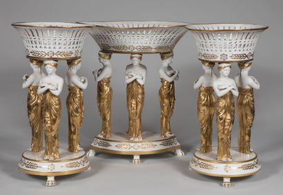 PARIS  Important surtout de table en porcelaine...