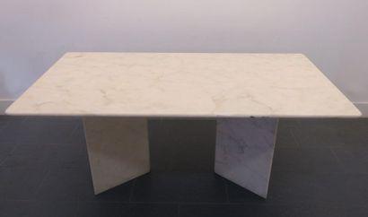 Table de salle à manger en marbre de Carrare....