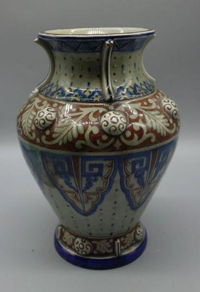 Théodore DECK (1823-1891) Vase en céramique...