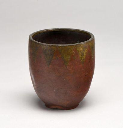 Claudius LINOSSIER (1893-1953) Vase en dinanderie...