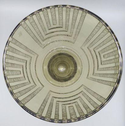 DAUM NANCY Vase conique à pied gradin sur base circulaire. Épreuve en cristal fumé...