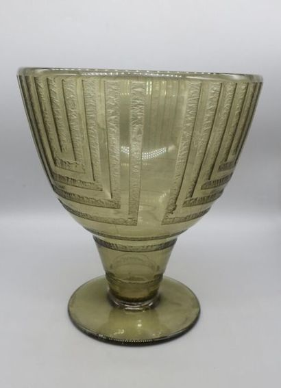 DAUM NANCY Vase conique à pied gradin sur...