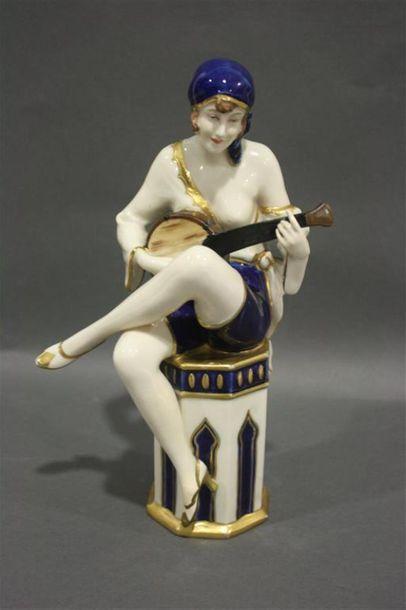 Royal Dux Statuette en porcelaine polychrome...