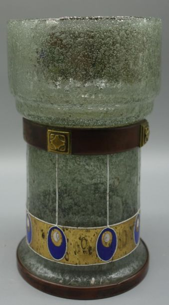 Ferdinand Benedikt VON POSCHINGER (1867-1921) Vase à corps tubulaire et col renflé...