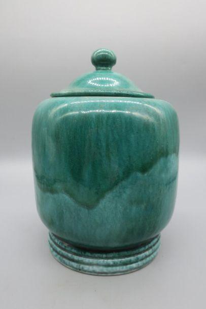 Paul BONIFAS (1893-1967) Pot couvert en céramique verte Circa 1960 Accidenté H 22.5...