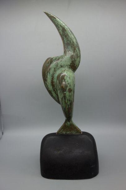 Ecole moderne. Sculpture en bronze représentant...