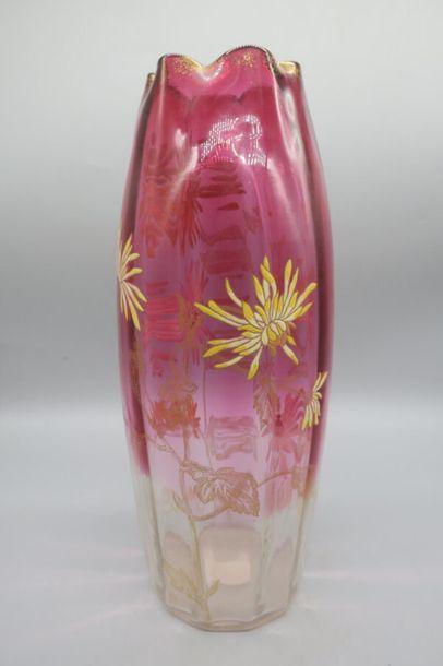 MONTJOYE (dans le gout de) Vase à corps ovoïde...
