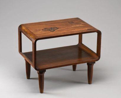 MAJORELLE FRERES & CIE Table basse en placage de palissandre à deux plateaux rectangulaires...