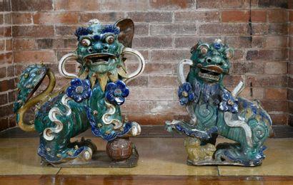 Chine, paire de chiens de Fô en céramique...